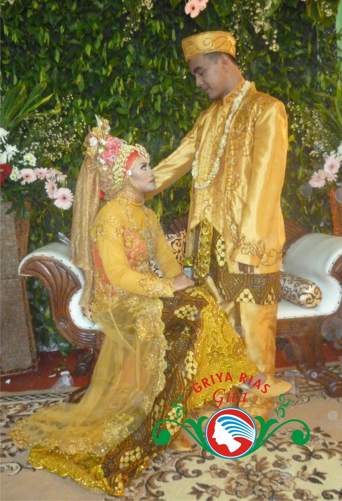 pengantin betawi modifikasi busana gold
