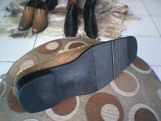 sepatu kulit ular sanca