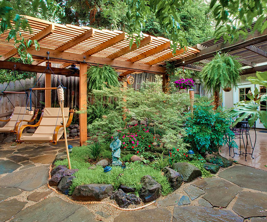 Create a tropical retreat in your backyard home styles for Gartengestaltung pergola