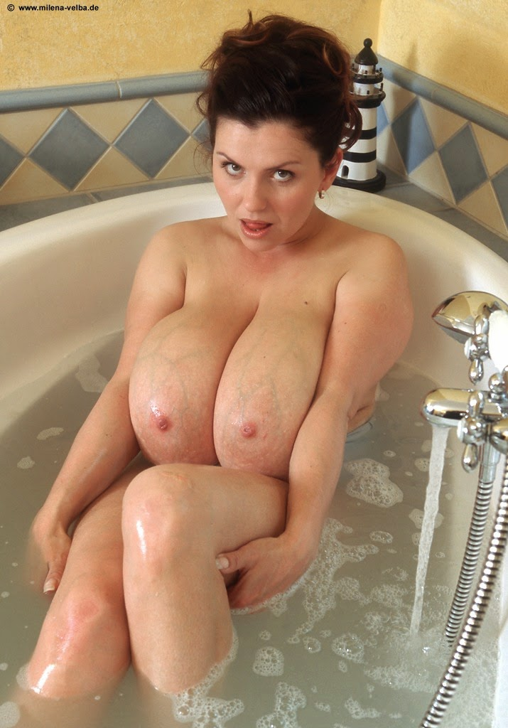 Daphne rosen shower