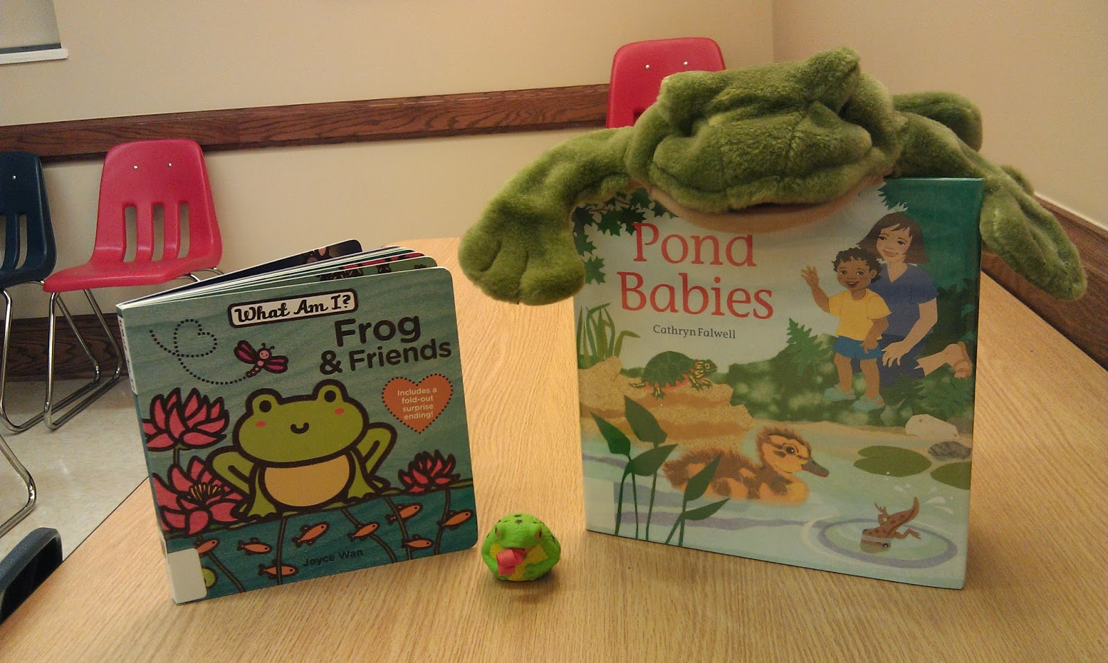 one little librarian: baby & me: Frogs are Fun!