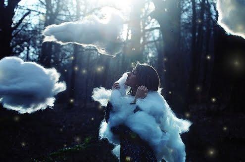 http://3.bp.blogspot.com/-PE452cuJqR0/TvEmrBz9jHI/AAAAAAAAEbM/xQfXc9jFSEA/s640/cloud+1.jpg