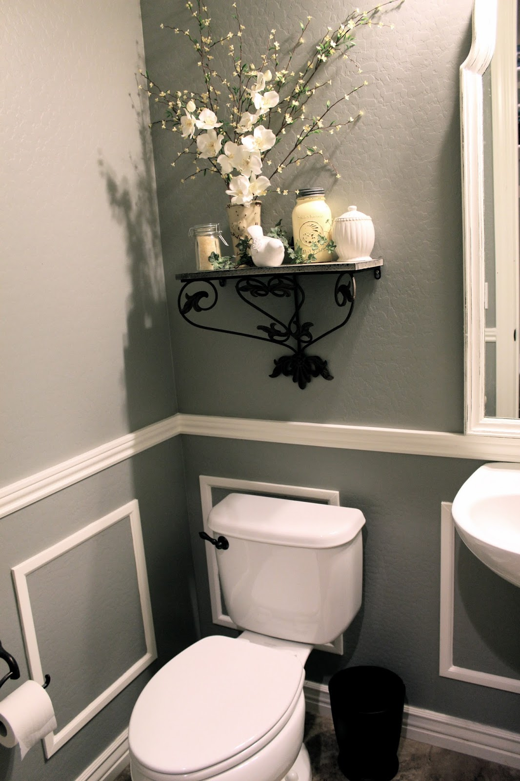 Little bit of paint thrifty thursday bathroom reveal for Bathroom decorating ideas images