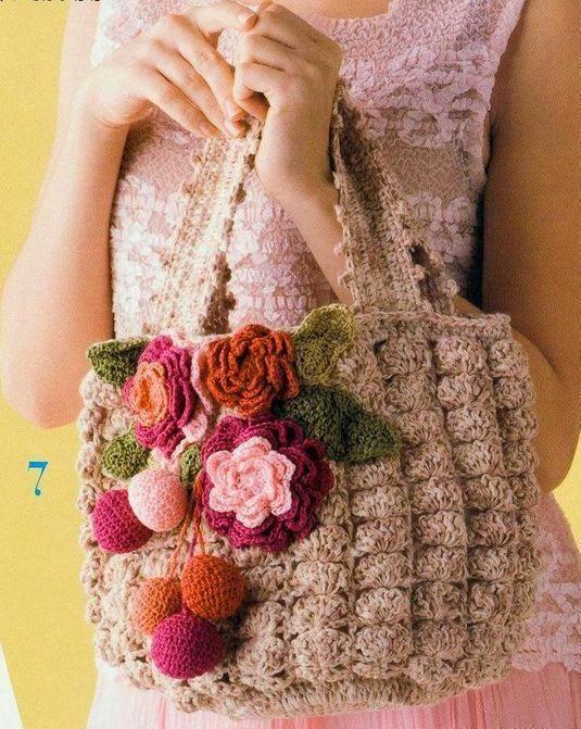 bolso al crochet con deco floral tejido con ganchillo. Black Bedroom Furniture Sets. Home Design Ideas