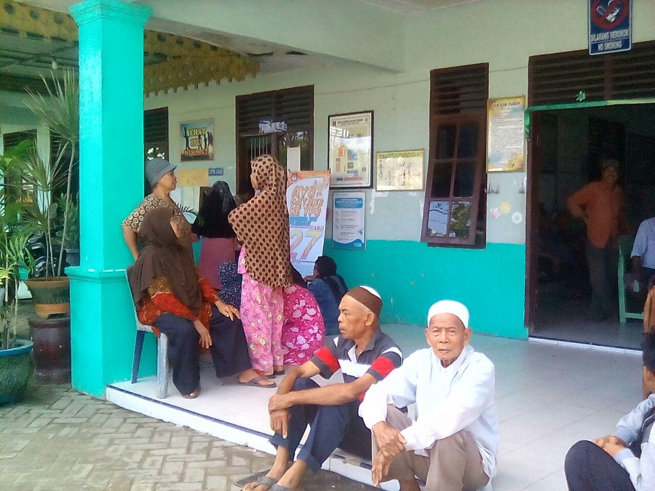Pasien Puskesmas Tanjung Beringin Tak Terlayani Sudah Sakit Duduk Dilantai