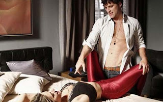 Agora em Babilônia fará participação especial como uma prostituta que terá noite de sexo com o personagem Murilo, interpretado pelo marido. Todo mundo na Globo sabe que é Bruno que arruma trabalho para Giovanna , inclusive presenças VIP por aí. Apesar de ser bonita, ela é inexpressiva como atriz.