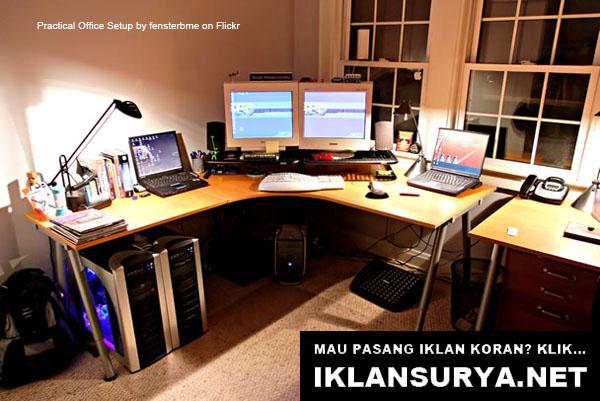 Ruang Kerja IT Desktop Praktis