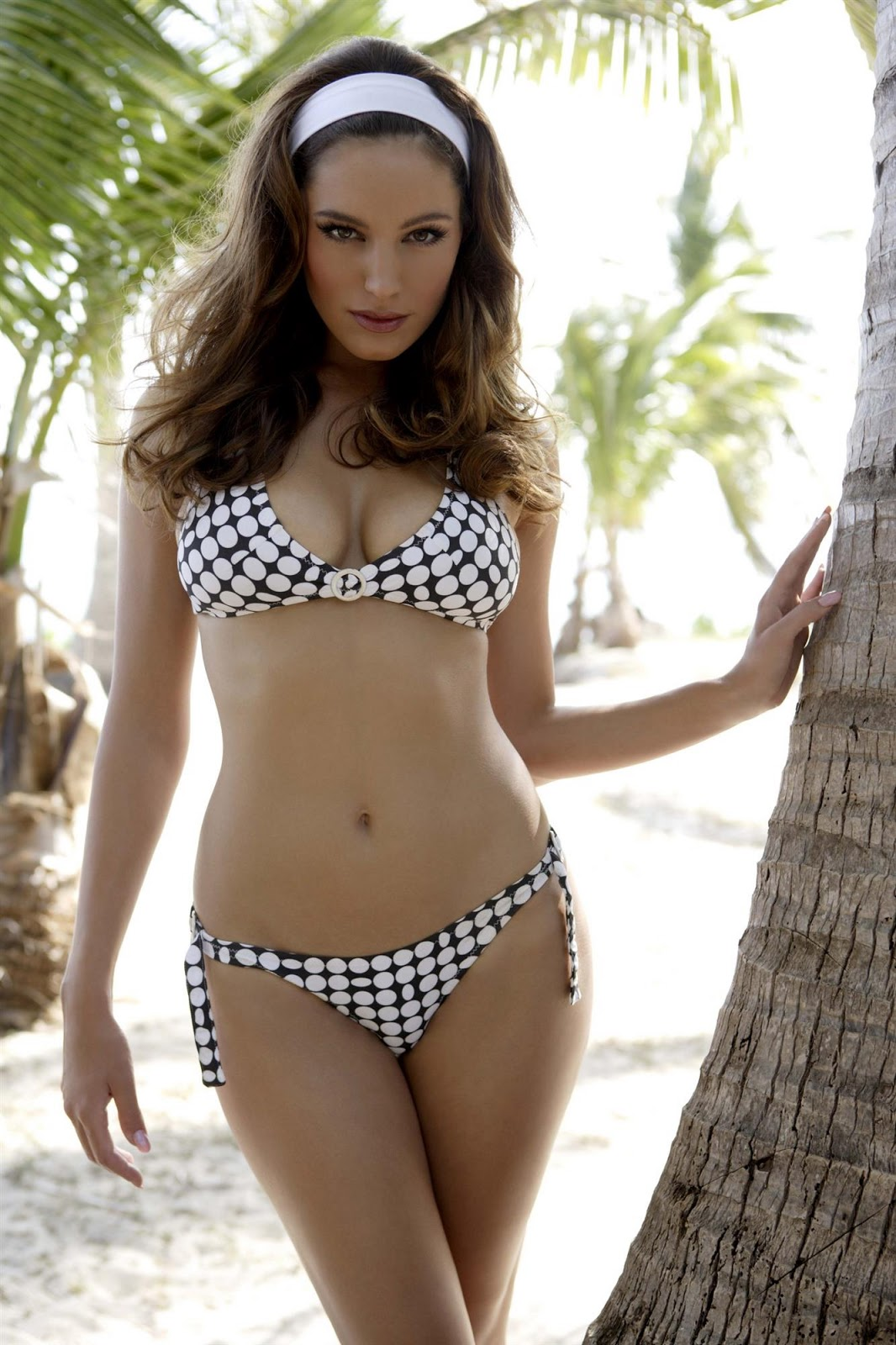 Kelly+Brook+2006+Calendar+8 18 Best Kelly Brook Photos in Swimwear