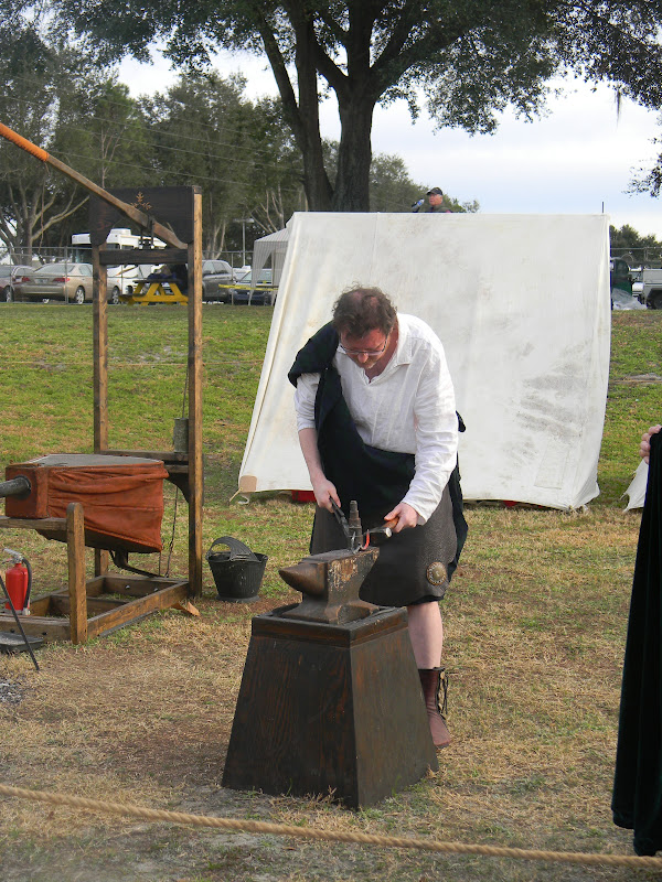 The unknown florida central florida scottish highland games anyone interested in learning how to fence they will even let you gear up and try for yourself solutioingenieria Choice Image