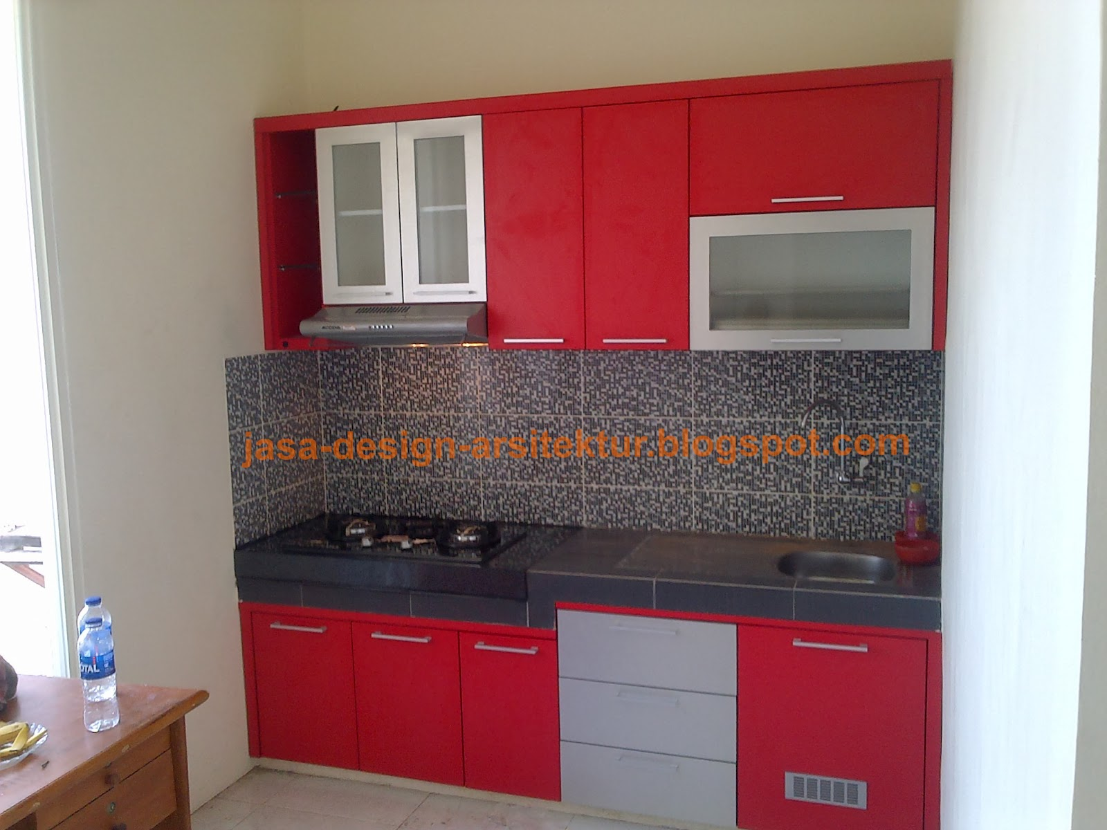 Kontraktor interior surabaya sidoarjo kitchen set warna merah for Harga kitchen set sederhana