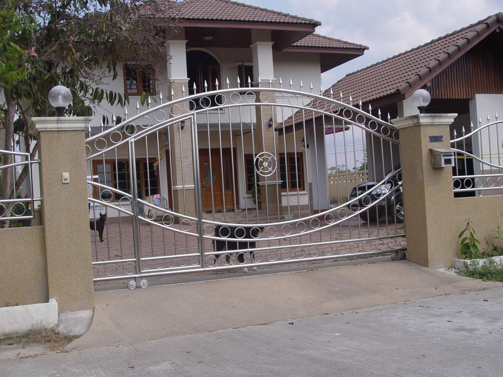 New home designs latest modern homes main entrance gate for Modern house gate designs