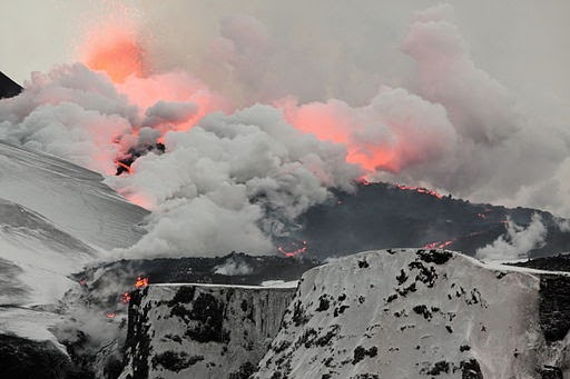 Lava pours from a second fissure after the Eyjafjallajökull volcano erupted in 2010. (Credit:  Boaworm via Wikimedia Commons)  Click to enlarge.