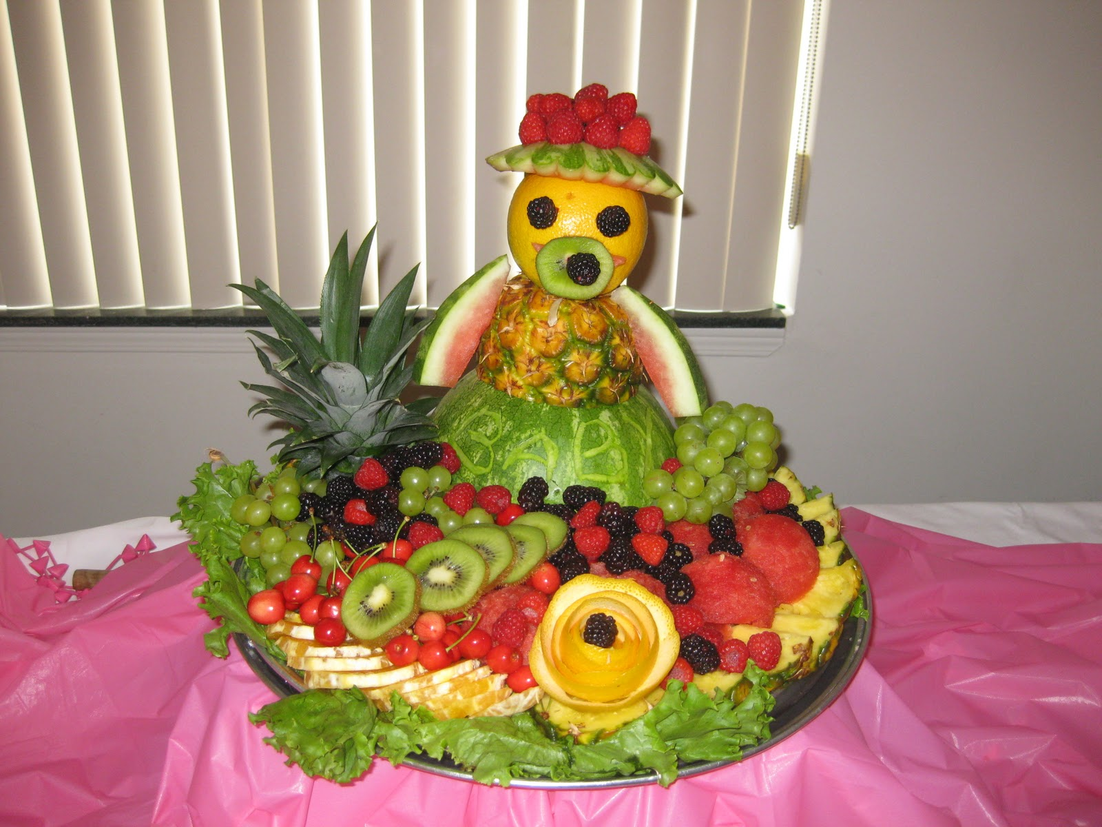 Fruit platter can say it baby for Baby tray decoration