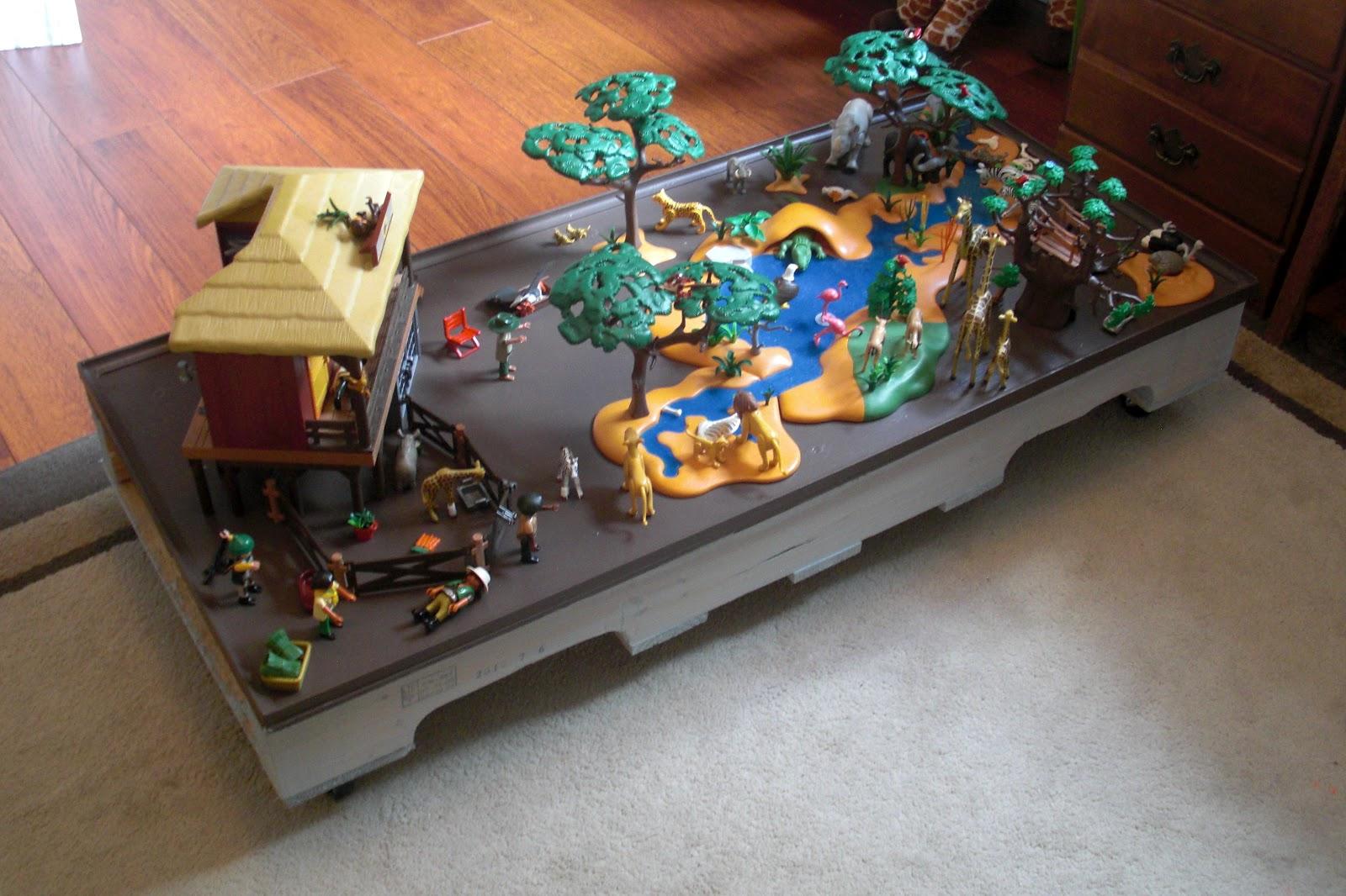 Rolling pallet play table diy desert willow lane for Table playmobil