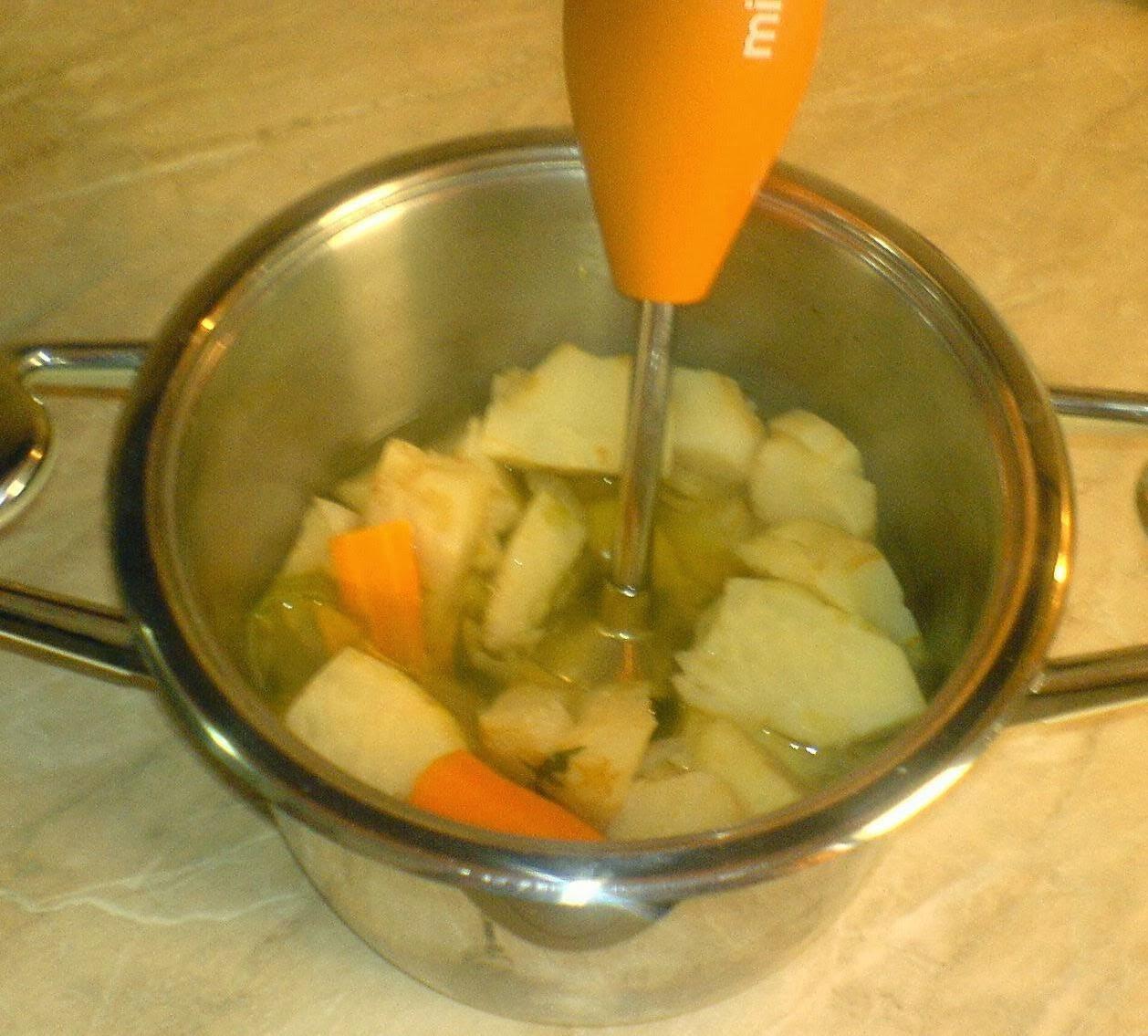 retete de post, retete de mancare, supa crema de telina, retete culinare, preparate culinare, retete dietetice, diete de slabit, cura de slabire, macaruri de post, retete cu legume, supa crema de legume, retete afrodisiace, retete supe creme, supe, supe creme, retete supe creme de legume, crema de telina, crema de legume,