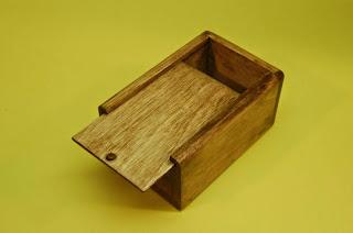 Kotak Tutup Geser