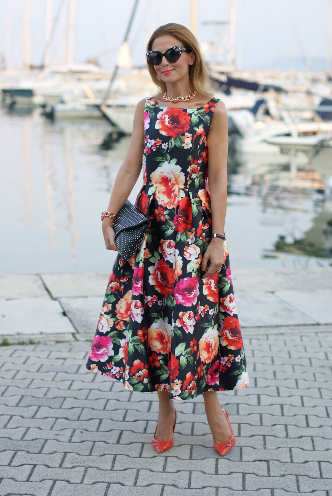 Floral print midi skirt, chic retro style on Fashion and Cookies fashion blog, fashion blogger style