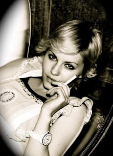 Elisha Cuthbert Smoking