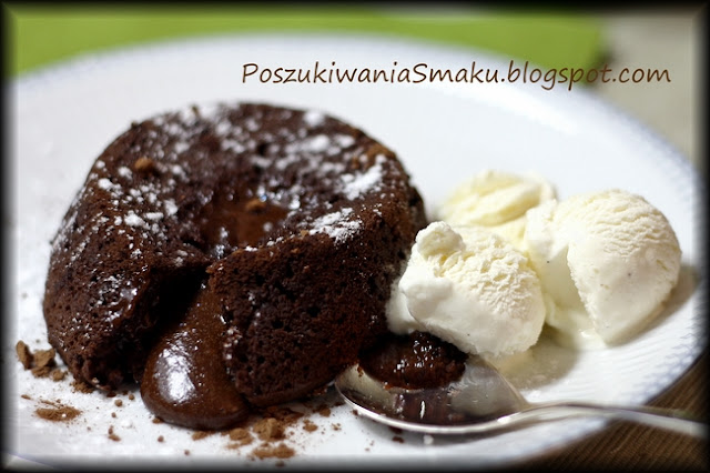 Czekoladowe ciastko lawa czyli chocolate molten lava cake