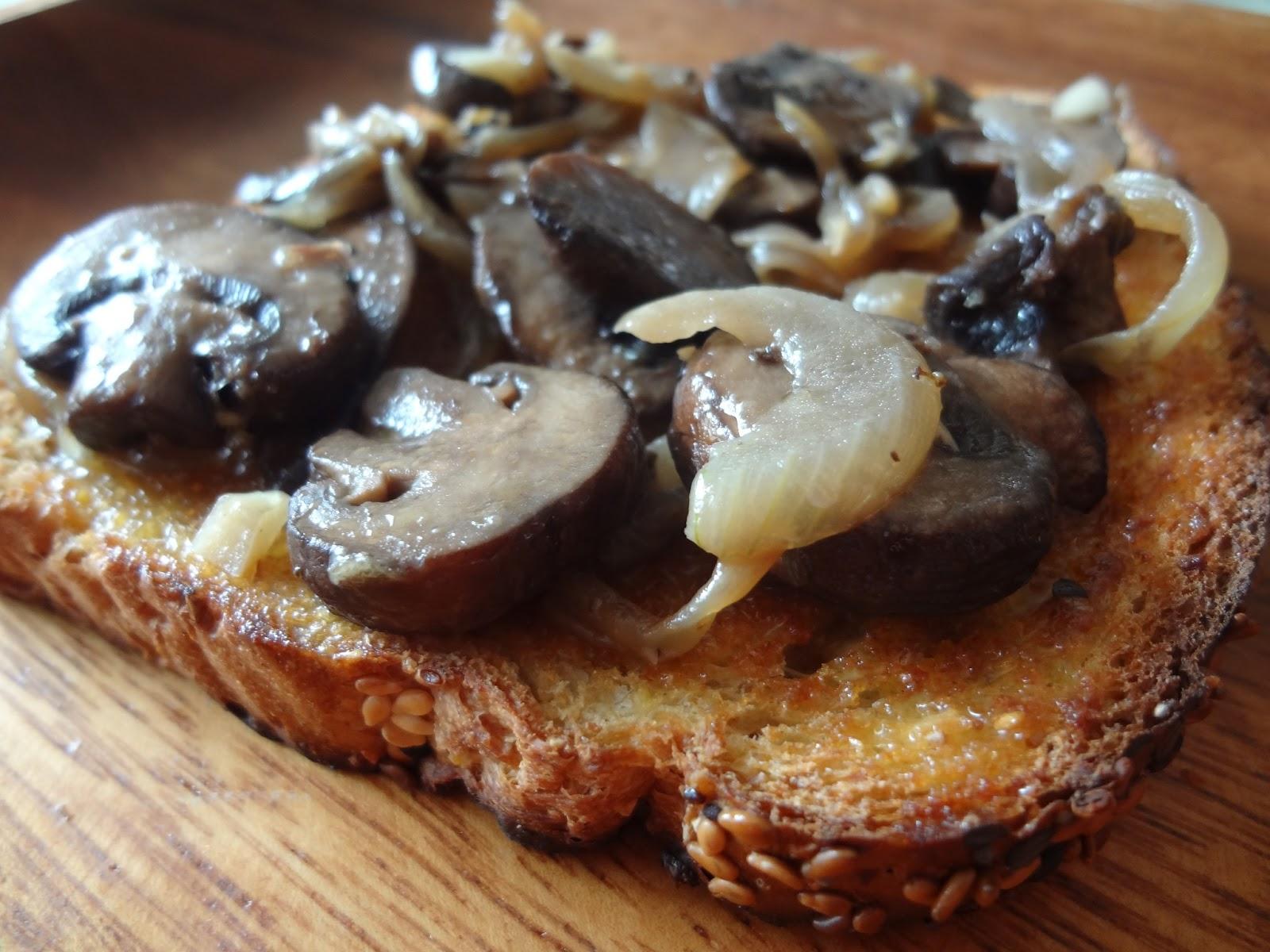 eating with zombies: Mushroom on Toast