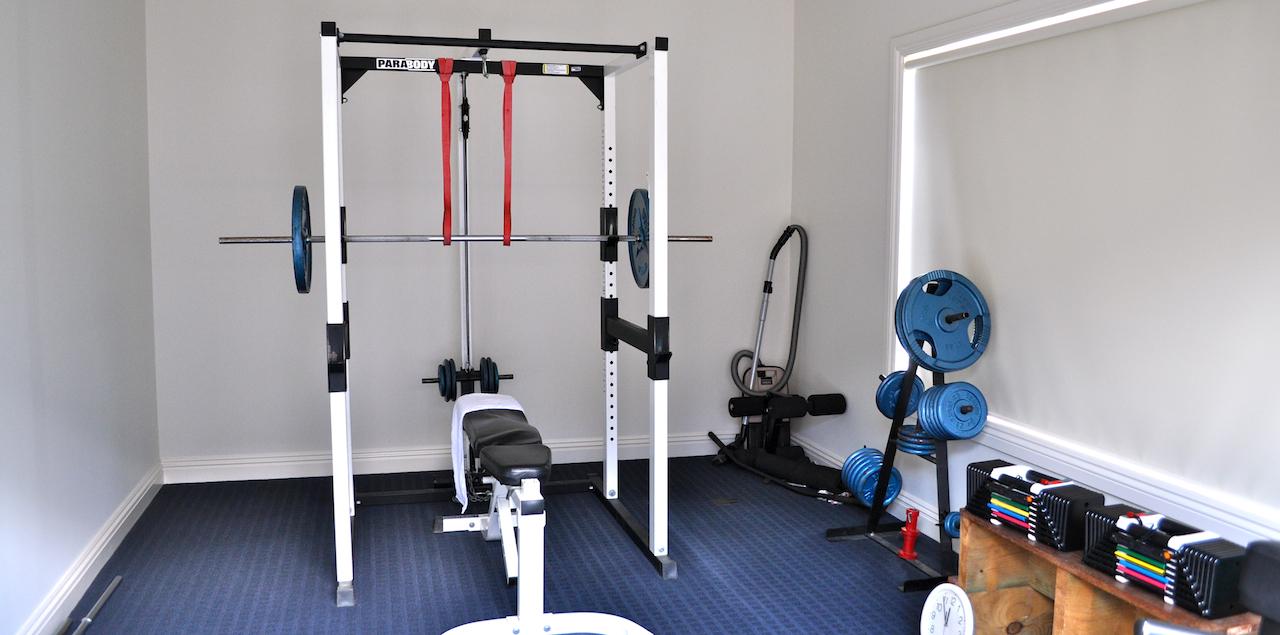 Elementos esenciales de un gimnasio casero deporte y salud for Aparatos de gimnasio usados