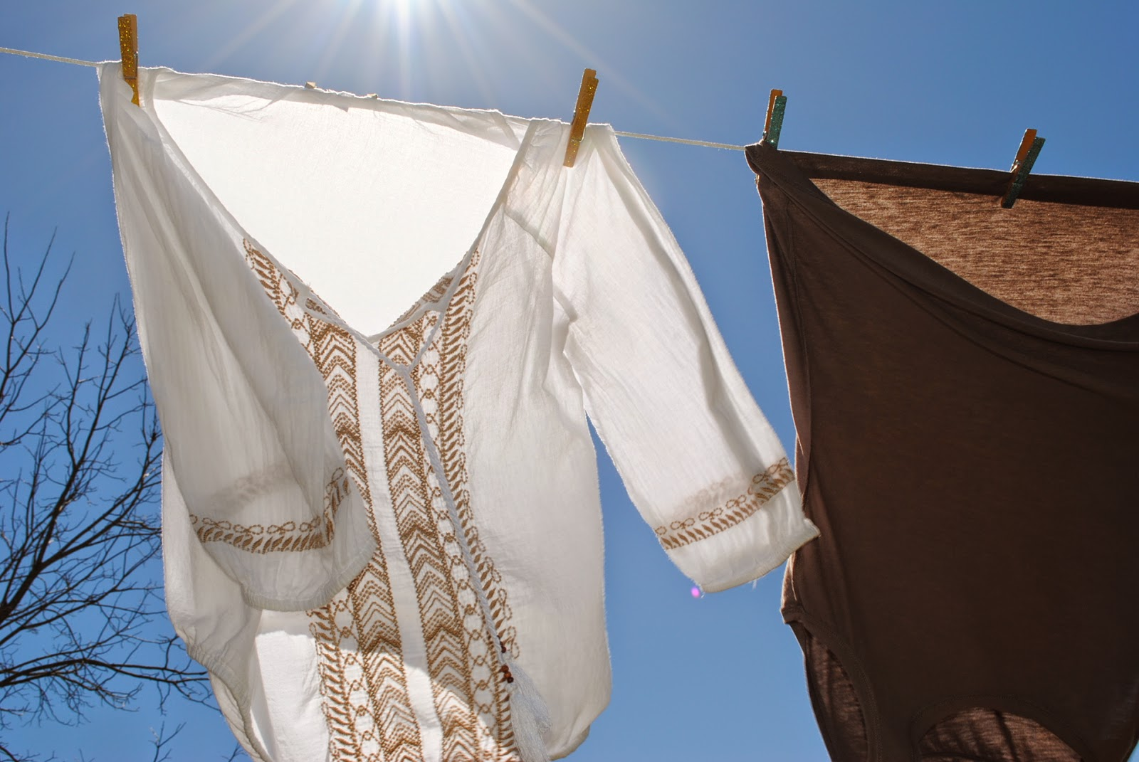 http://peppysis.blogspot.com/2015/04/a-makeshift-clothesline.html