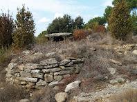 El dolmen de Gasala amb el seu túmul