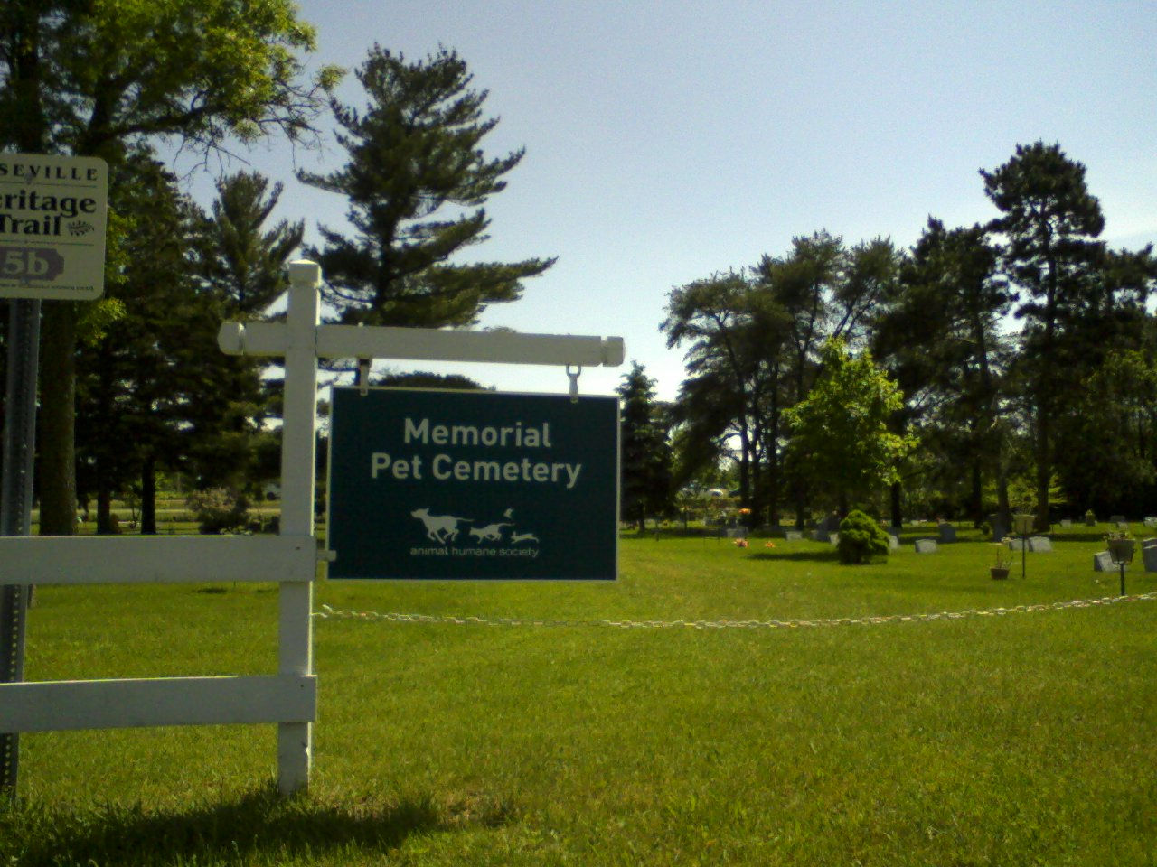 http://3.bp.blogspot.com/-PGaDa5xj_yU/ThTk01nhSJI/AAAAAAAACDw/GyFvdJZCHd8/s1600/pet_cemetery.jpg