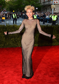 Miley Cyrus  strikes a pose at 2013 Met Gala  red carpet