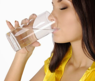 How to detect the lack of water in your body How much water should we drink daily heart health digestion Headaches and migraine skin problems dehydration Helps to lose weight