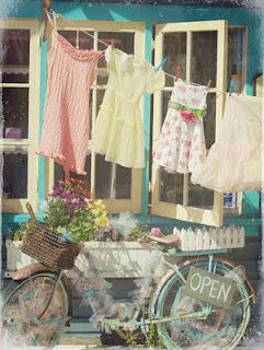 linda casa com varal bicicleta casinha fofa