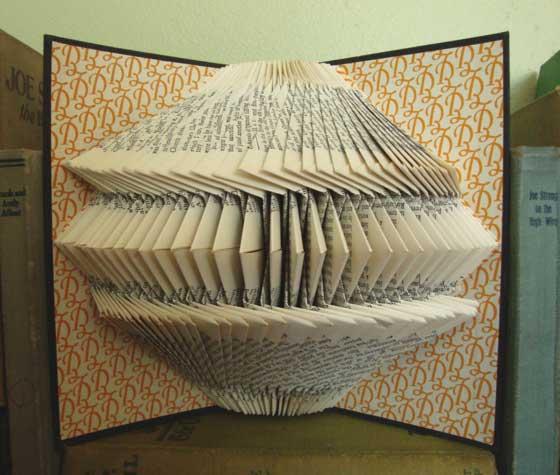 Patterns geometrici nei &;libri esplosi&; di betsy jayne