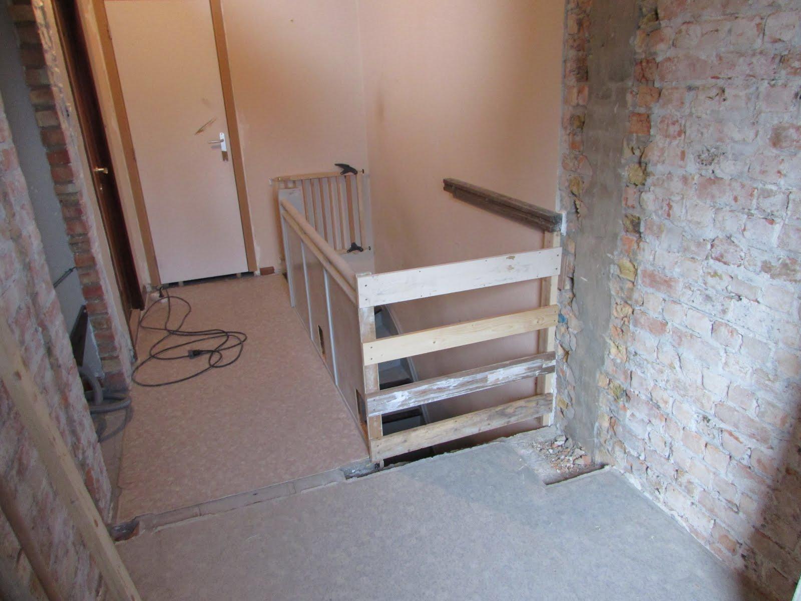 Verbouwing van ons ouderlijk huis afbraak boven dag 11 - Beneden trap ...