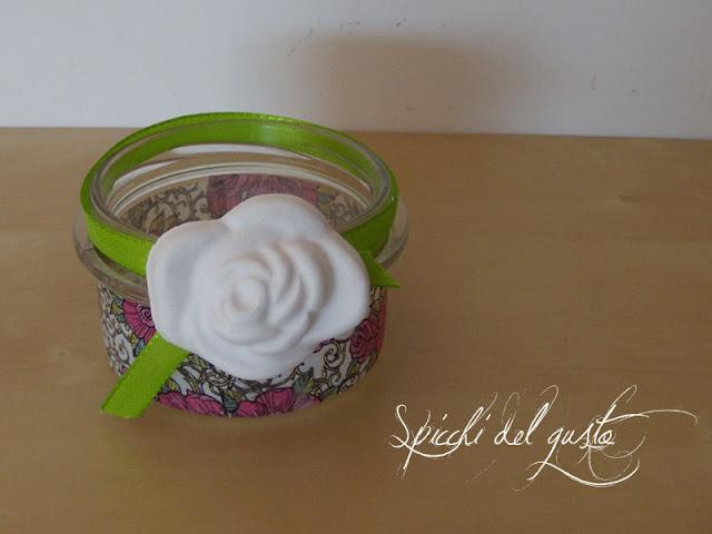 Porta caramelle con rosa in gesso ceramico