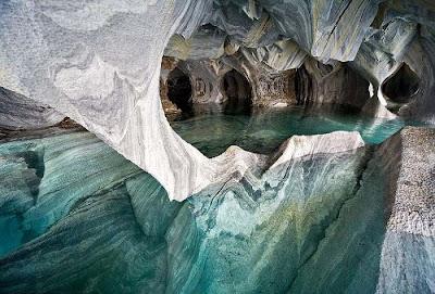 Caverna de mármore da Patagônia no Chile