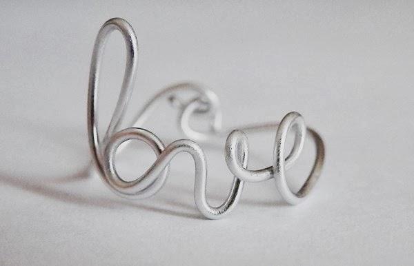 Bague love en fil d'aluminium