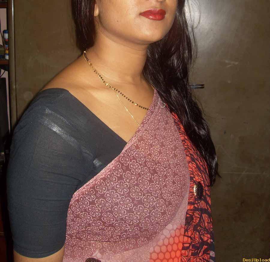 Hot Indian Aunty Removing Saree