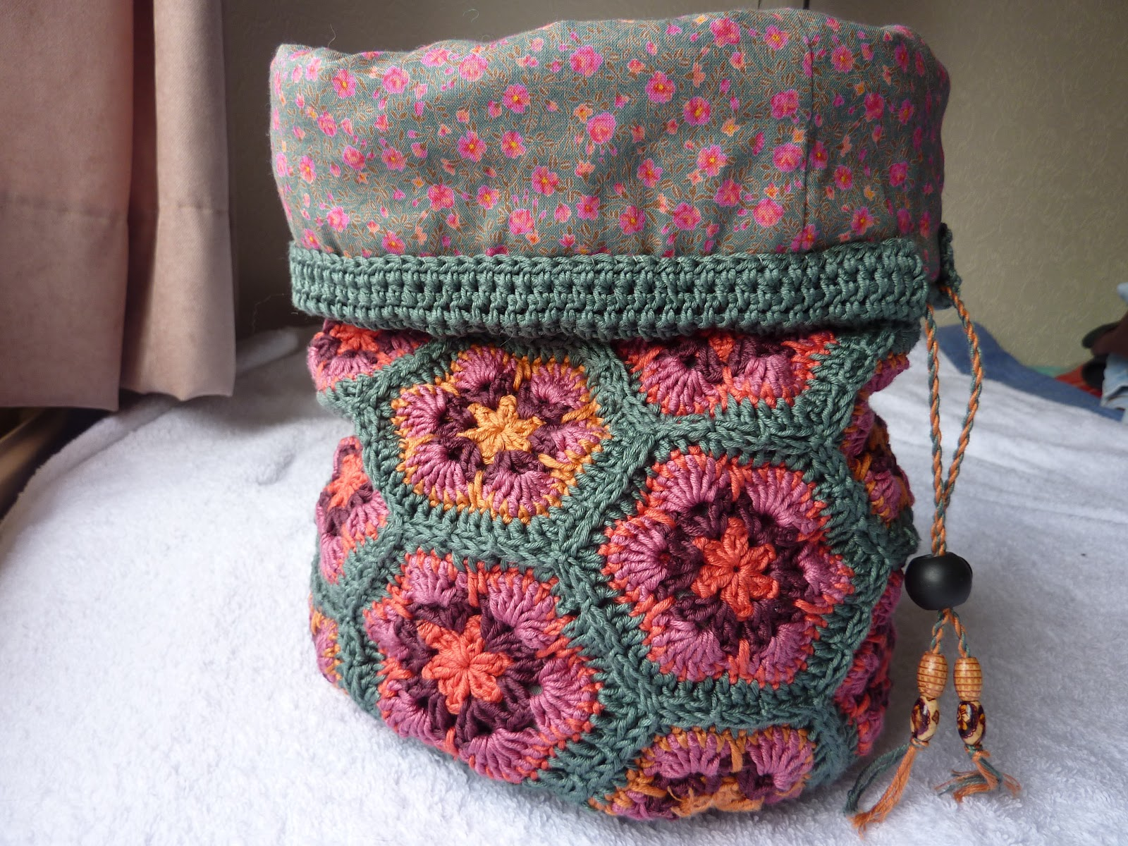 Crochet Pattern For Bucket Bag : In the Making...: African Flowers Bucket Bag