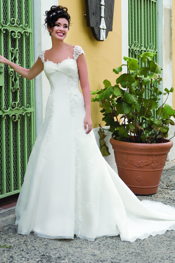 Dream Dress Demetrios 4255