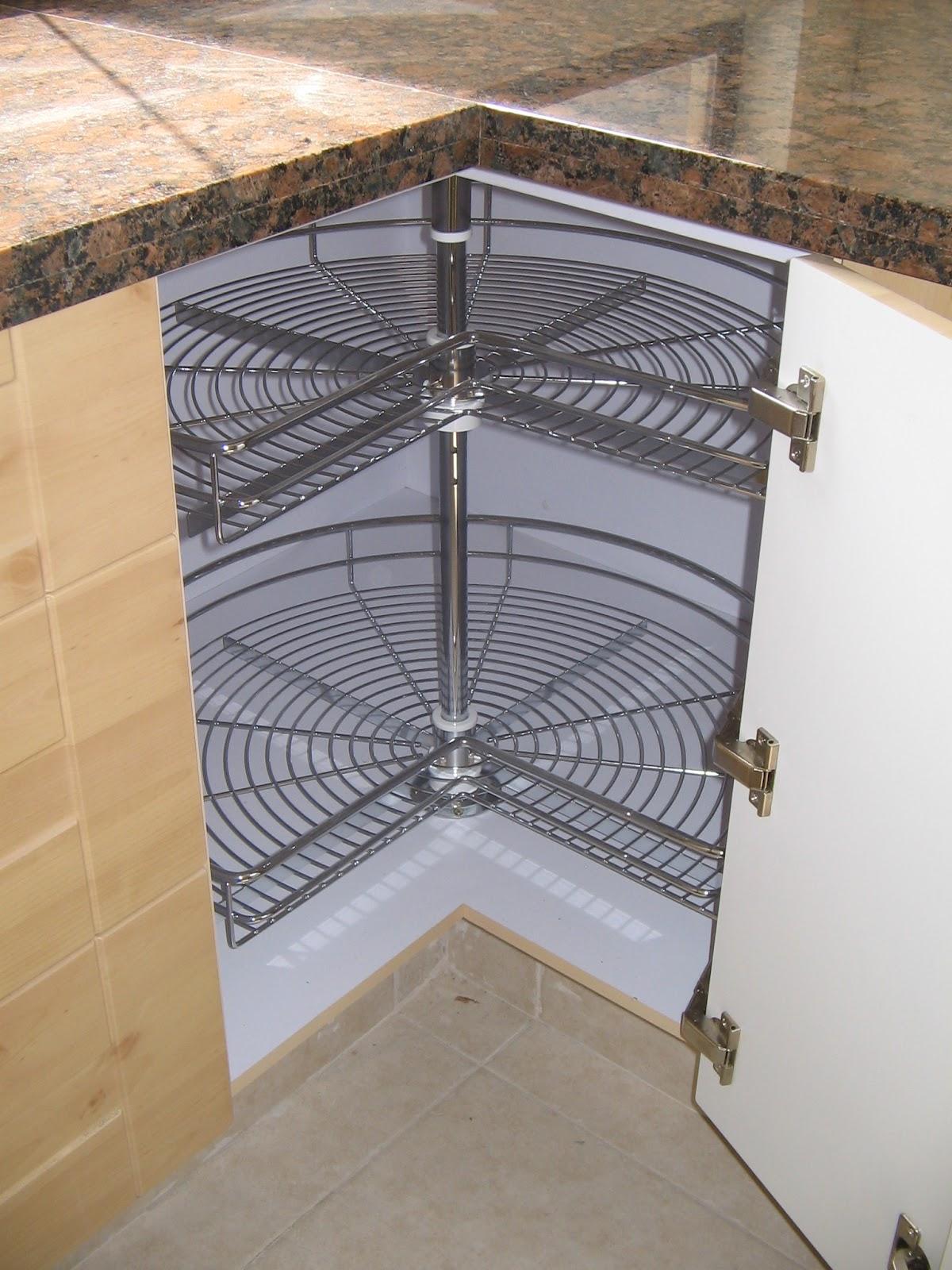 Arquitectura en cocinas organizacion en la cocina for Muebles esquineros bajos de cocina