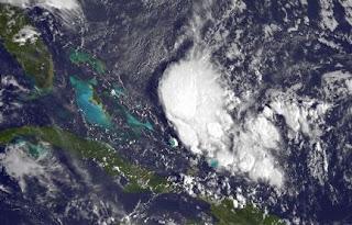 System 97L bei der Dominikanischen Republik entwickelt sich, Atlantische Hurrikansaison, Hurrikansaison 2012, Patty, Oktober, 2012, Dominikanische Republik, Hispaniola, Kuba, Florida, Bahamas, Satellitenbild Satellitenbilder, US-Ostküste Eastcoast, aktuell,