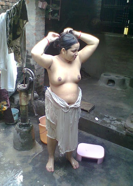 Hot Indian aubty taking bath nude