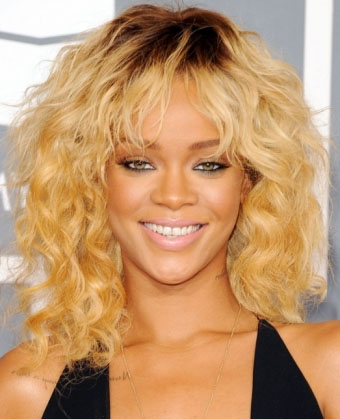 Get Her Look Rihannas Sexy Curly Hairstyle At 2012 Grammy Awards