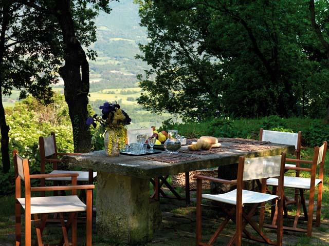 casa rural en italia mesa comedor exterior