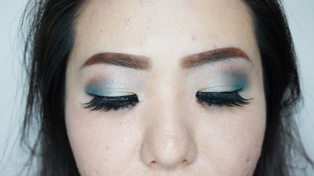 Soft look makeup in soft gold and soft silver turquoise for a romantic look date night. Makeup artist and hair stylist in Jakarta for makeup and hairdo service.