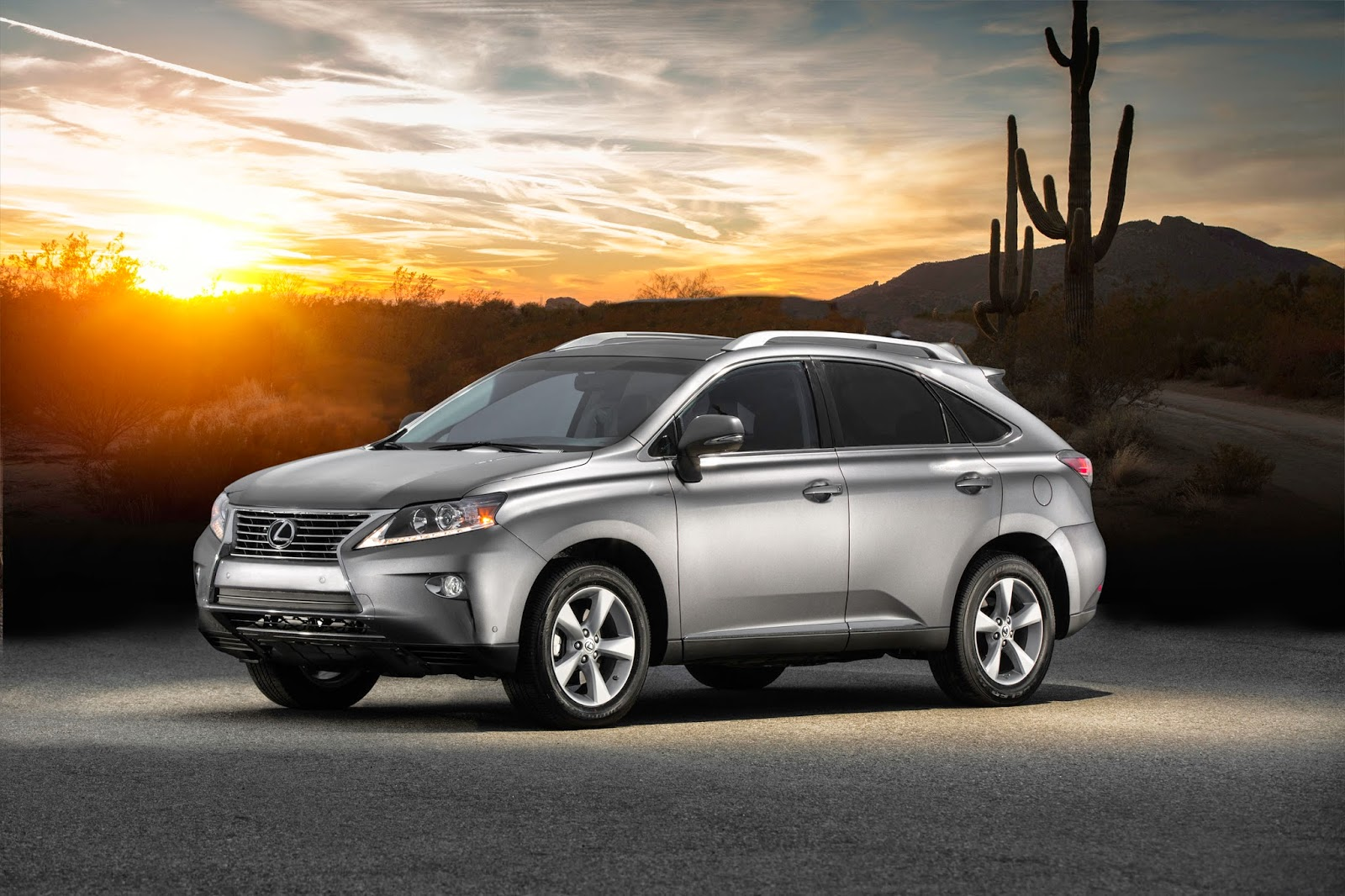 Front 3/4 view of 2015 Lexus RX 350