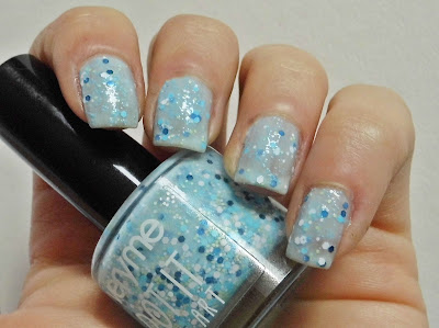 oriflame-very-me-dot-it-crusty-blue-nail-polish