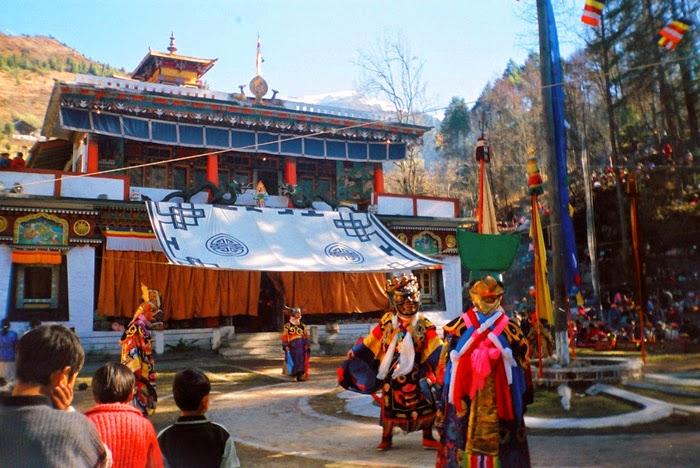 رقصة الغومبا، يقوم بتأديتها رهبان بوذيين في ولاية سيكيم أثناء السنة البوذية الجديدة