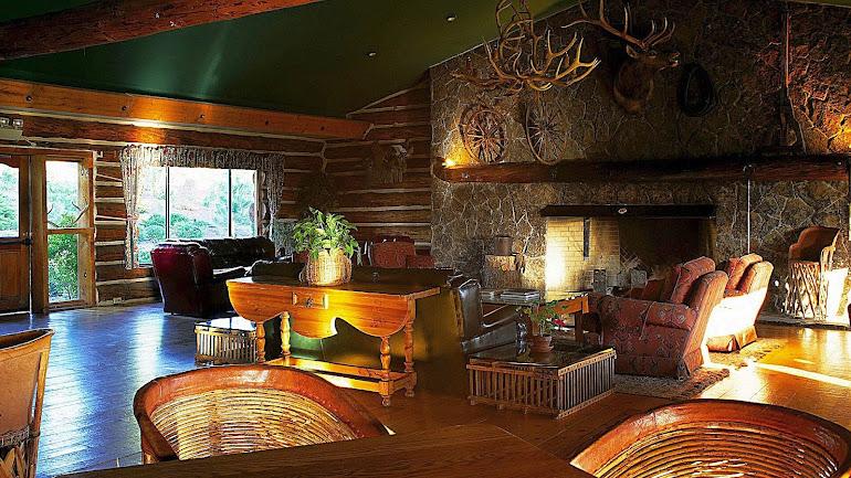 Interior tavern