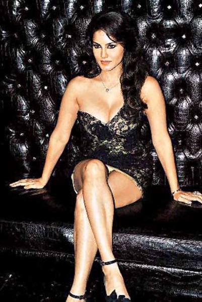 Sunny Leone Wardrobe Malfunction, Sunny Leone hot legs, Sunny Leone in high heels